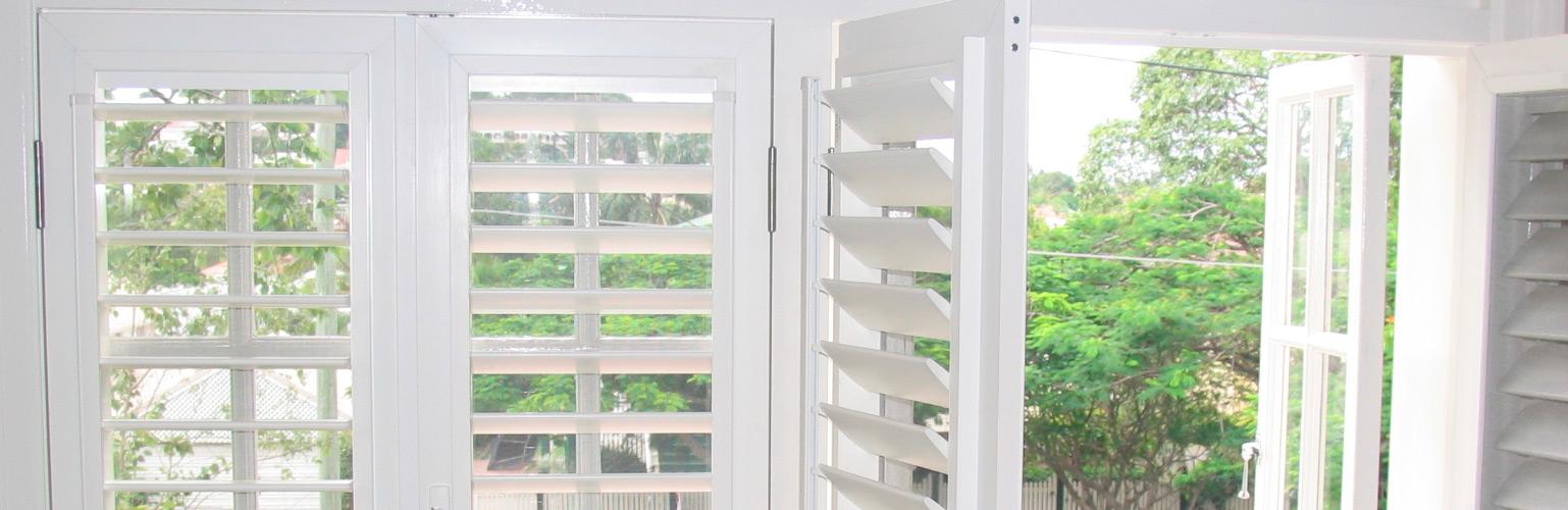 Shutters interieur dirigent raamdecoratie hout kunststof for Raamdecoratie hout
